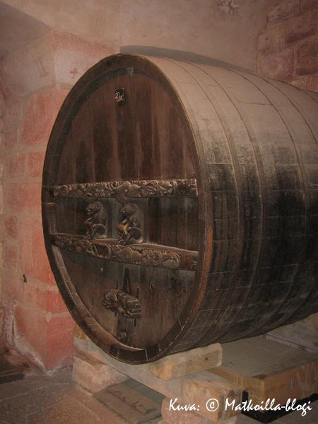 Viinitynnyrilläkin on kokoa: läpimitta on n. 160 cm. Kuva: © Matkoilla-blogi