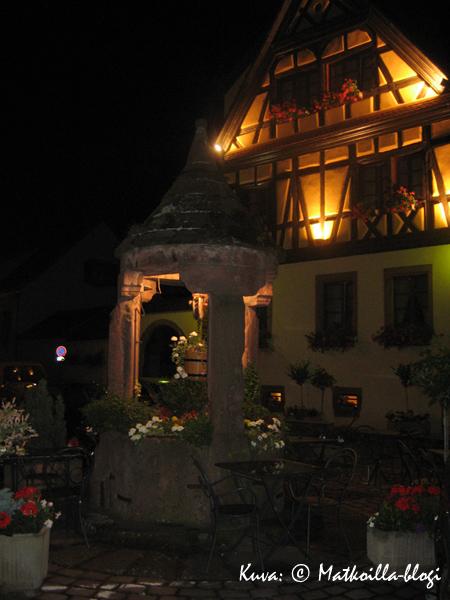 Hotel Schwendi iltavalaistuksessa. Kuva: © Matkoilla-blogi