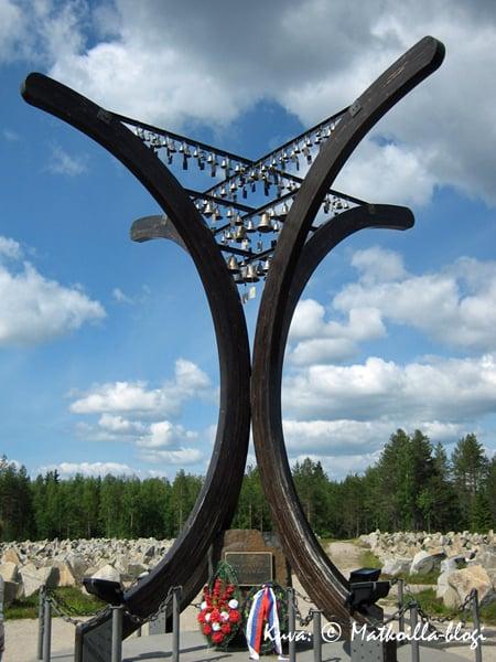 Raatteen tien muistomerkki. Kuva: © Matkoilla-blogi