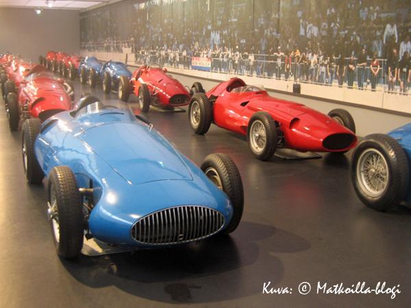 …ja kilpa-autoja, mallia nuorempaa. Kuva: © Matkoilla-blogi