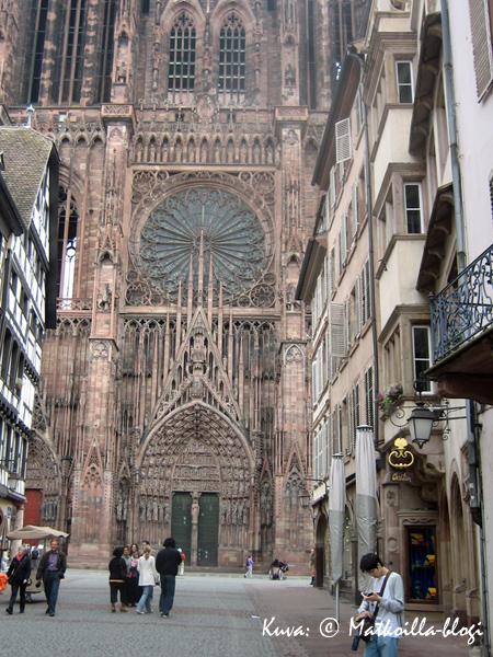 Strasbourgin Katedraalin ruusuikkuna. Kuva: © Matkoilla-blogi