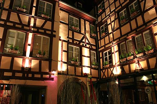 Julkisivu iltavalaistuksessa. Kuva: Hotel Beaucour, Strasbourg