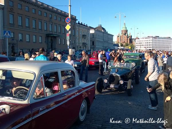 Jenkkiautoja silmänkantamattomiin. Kuva: © Matkoilla-blogi