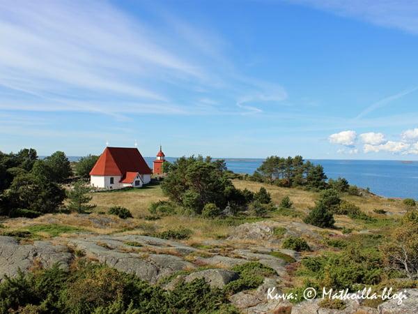Kuukauden kuva, elokuu 2014: Kökarin kirkko Kuva: © Matkoilla-blogi