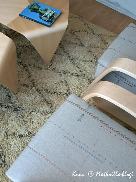 """""""Olohuonepuolen"""" sisustuksessa on Suomi-designia. Kuva: © Matkoilla-blogi"""