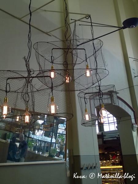 Hauska katiskalamppu Storyssa. Kuva: © Matkoilla-blogi