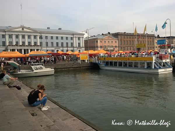 Helsingin kauppatori = kesä! Kuva: © Matkoilla-blogi