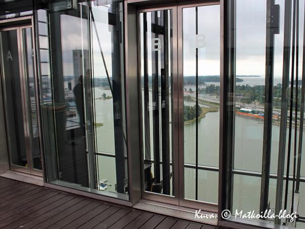 Näköalahissit eivät välttämättä ole korkeanpaikankammoisille herkkua. Kuva: © Matkoilla-blogi