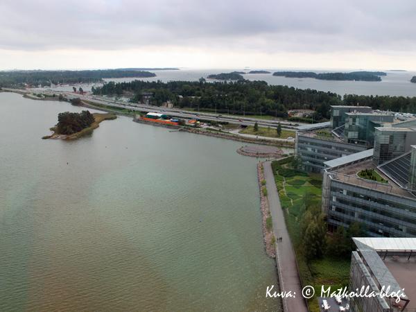 Näköalatasanteelta näkee hyvin, kuinka merenläheinen pääkaupunkiseutu on. Kuva: © Matkoilla-blogi