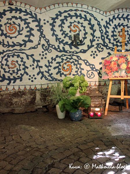 Kuninkaanlammen puutarhasta löytyy myös pieni taidegalleria. Kuva: © Matkoilla-blogi
