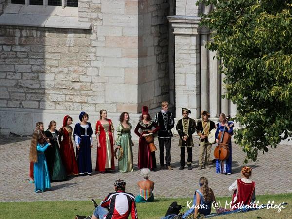 Eri puolilla kaupunkia törmää usein myös keskiaikaiseen musiikkiin. Kuva: © Matkoilla-blogi