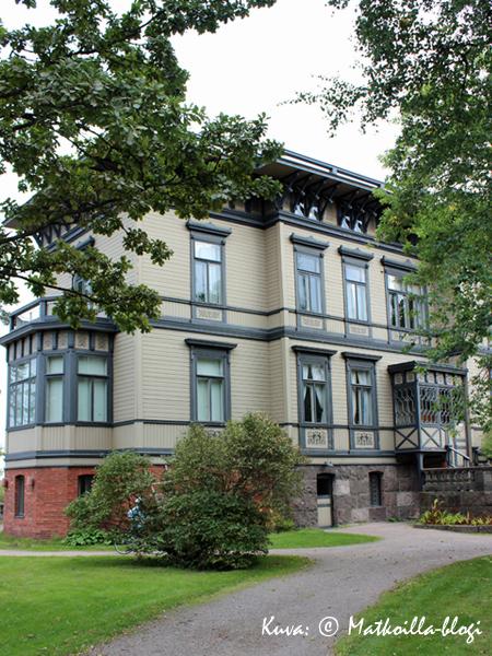 Sineybrychoffin huvila edustaa 1800-luvun puutaloarkkitehtuuria parhaimmillaan. Kuva: © Matkoilla-blogi