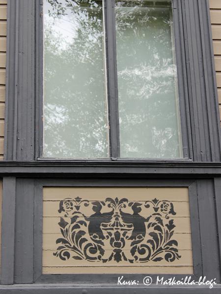 Koristeellisia ikkunapuitteita. Kuva: © Matkoilla-blogi