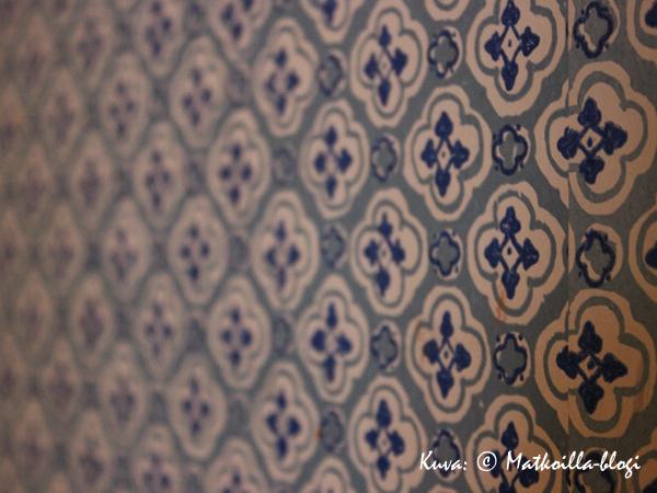Kaunis, sinisävyinen tapetti. Kuva: © Matkoilla-blogi