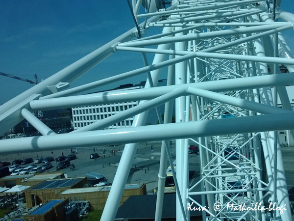 Skywheelin rakenne näyttää luottamusta herättävältä - korkeanpaikan kammoisenkin mielestä. Kuva: © Matkoilla-blogi
