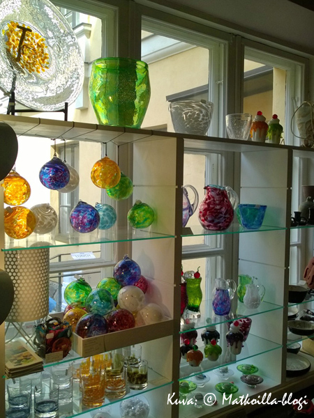 Torikortteleista löytää monenlaista designia ostettavaksi… . Kuva: © Matkoilla-blogi