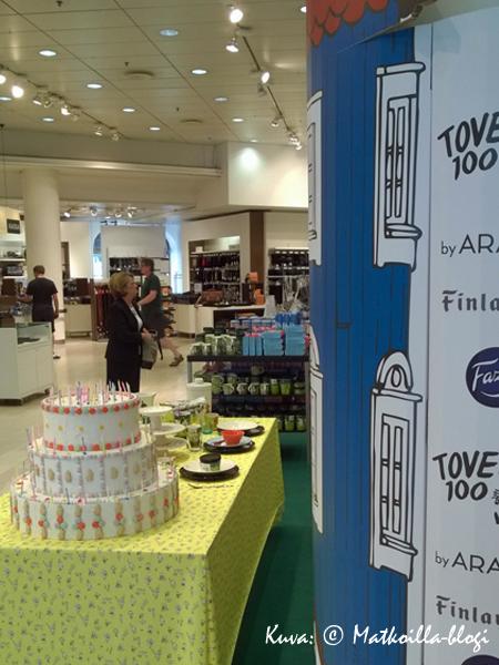 Tove Janssonin syntymän 100-vuotisjuhlia vietettiin mm. Stockmannin tavaratalossa. Kuva: © Matkoilla-blogi