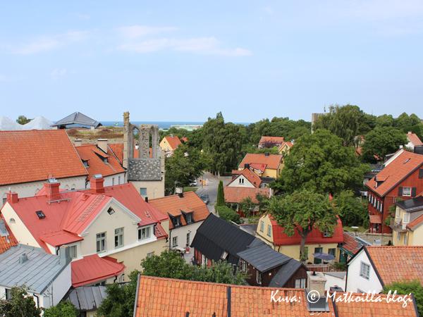 Keskiaikainen kaupunki Visby muurien sisåpuolelta. Kuva: © Matkoilla-blogi
