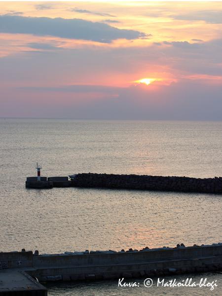Päivä keskiajalla päättyi  maagiseen auringonlaskuun. Kuva: © Matkoilla-blogi