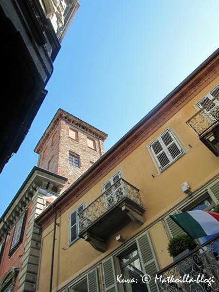 Alban keskustan parvekkeita. Kuva: © Matkoilla-blogi