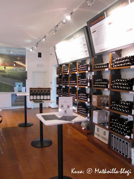Viinitalo Borgognon asianmukainen ja tyylikäs myymälä: mitään ei osteta maistamatta. Kuva: © Matkoilla-blogi