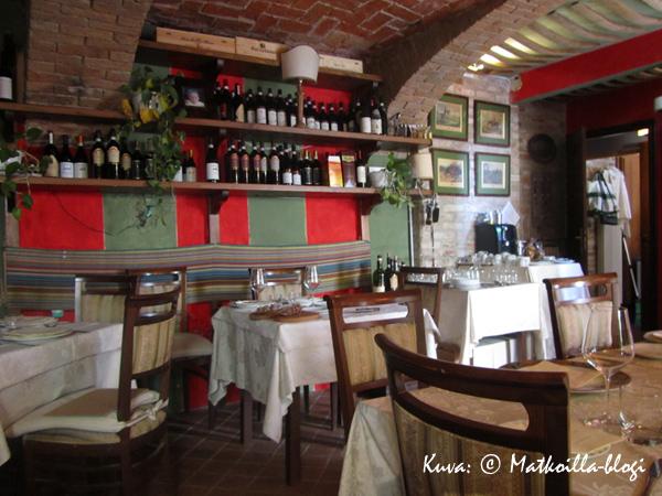 Viihtyisä Enoteca Della Posta Barolossa. Kuva: © Matkoilla-blogi