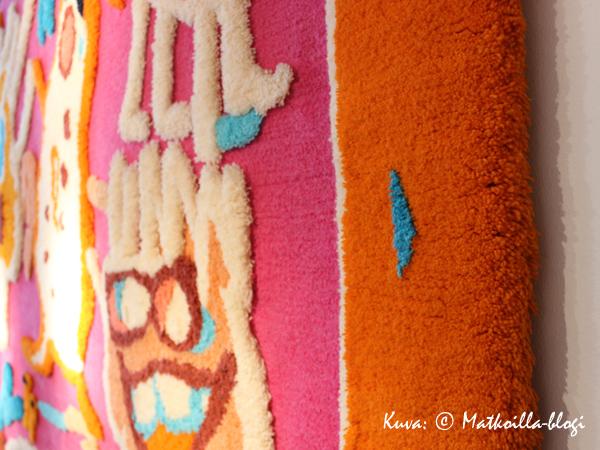 Riitta Nelimarkan ryijyissä väreissä ei ole säästelty. Kuva: © Matkoilla-blogi