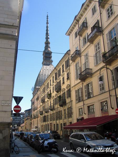 Torinon tunnetuiin maamerkki, Mole Antonelliana. Kuva: © Matkoilla-blogi