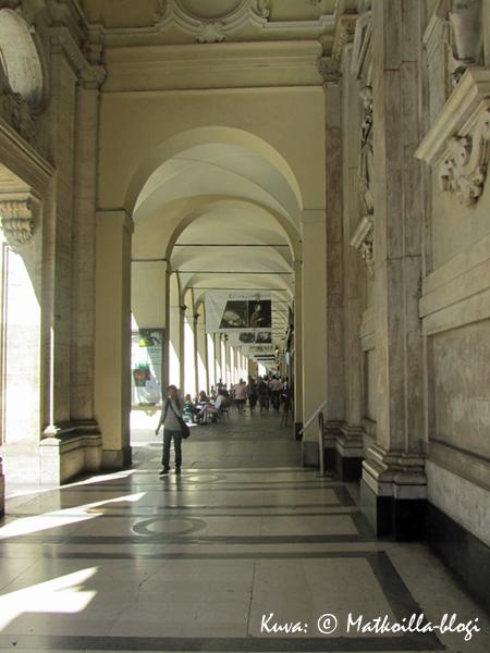 Via Po' varren holvikaarin katettu jalkakäytävä. Kuva: © Matkoilla-blogi