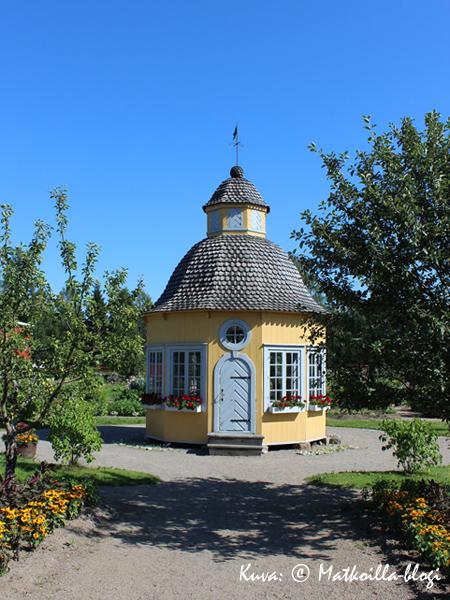 Aspegrenin puutarhan huvimaja. Kuva: © Matkoilla-blogi