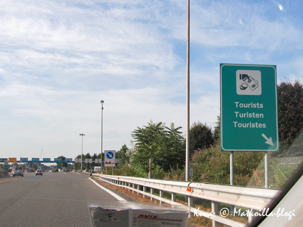 Italiassa moottoriteiden maksuasemilla erotellaan turistit tavallisesta kansasta. Kuva: © Matkoilla-blogi