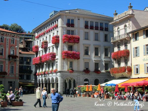 Lugano - sveitsiläiskaupunki järven rannalla. Kuva: © Matkoilla-blogi