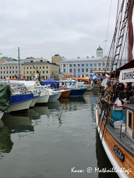 Tänä vuonna Silakkamarkkinoihin osallistuu Helsingissä enää 19 venekuntaa - sääli, että vanhat perinteet näyttävät kuihtuvan. Kuva: © Matkoilla-blogi