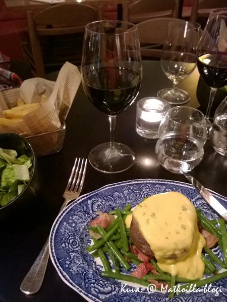 Rikhards Gastropub: Tenderloin Steak lisukkeineen. Kuva: © Matkoilla-blogi