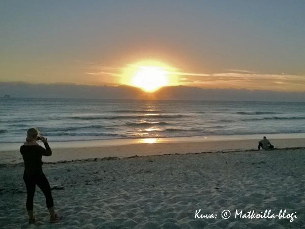 Ranta, hiekka, aallot ja aurinko - sekä muutama muu ihminen. Kuva: © Matkoilla-blogi
