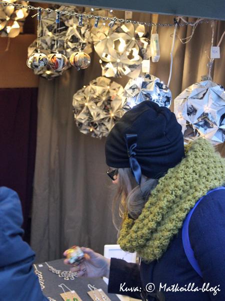 Kierrätysmateriaaleja raaka-aineena käyttävä Anzq esitteli mm. origamityyllisiä palloja. Kuva: © Matkoilla-blogi
