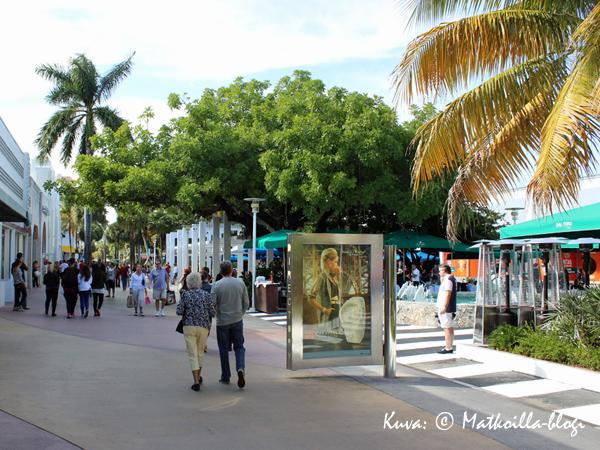 Lincoln Road Mall - ostoksia.... Kuva: © Matkoilla-blogi