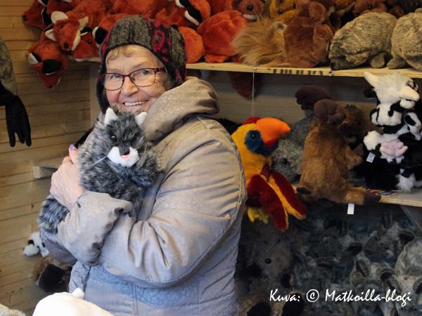 Monivuotinen markkinamyyjä on Rannan Lelupaja hauskoine eläin-käsinukkehahmoineen. Kuva: © Matkoilla-blogi