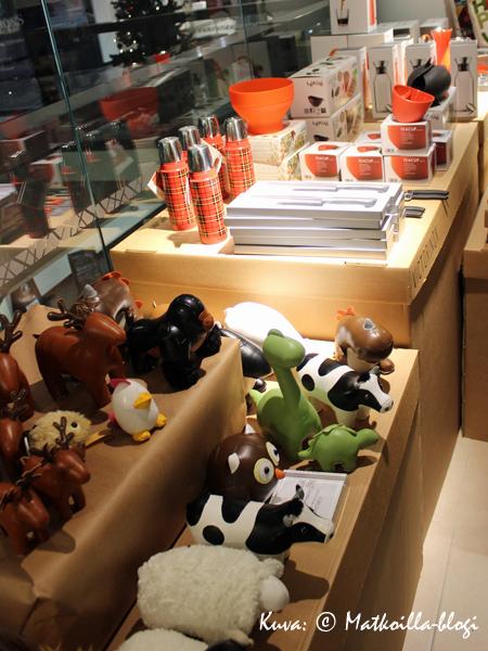 Popupmyymälä Xmas Garage kokoaa yhteen parikymmentä eri design-brändiä. Kuva: © Matkoilla-blogi
