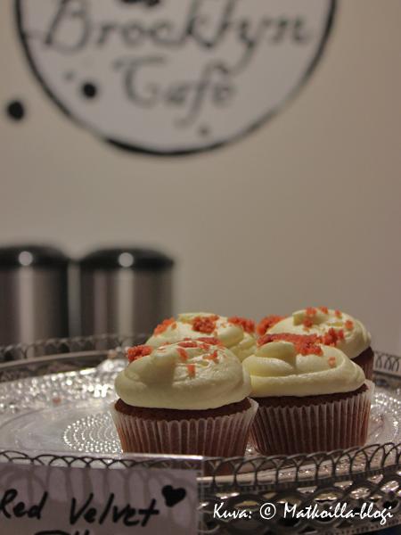Brooklyn Cafén suussasulavat kuppikakut vievät kielen mennessään... Kuva: © Matkoilla-blogi