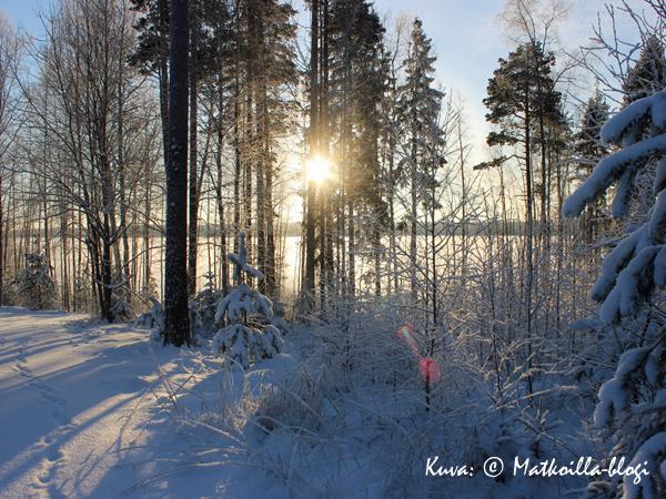 Keskitalvi järvellä. Kuva: © Matkoilla-blogi