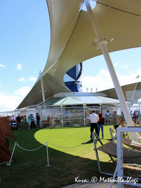 Lawn Clubin ruohikolla päällystö haastoi bocciaturnauksessa matkustajat... Kuva: © Matkoilla-blogi