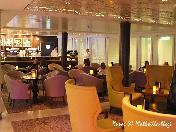Yksi suosikkipaikoistamme laivalla - Café al Bacio. Paitsi, että sieltä sai huomattavasti parempaa kahvia kuin missään muualla, myös leivonnaiset veivät kielen… . Kuva: © Matkoilla-blogi
