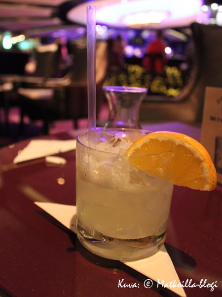 Daiquiri ennen illallista, Ensemble Loungen rauhallisessa tunnelmassa. Kuva: © Matkoilla-blogi