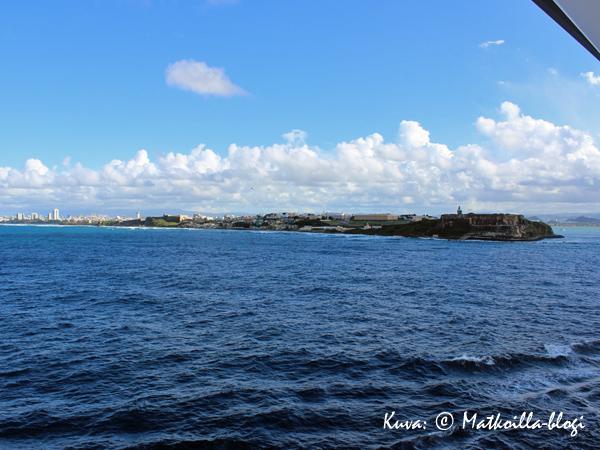 Maata näkyvissä - Puerto Rico ja San Juan lähestyy… . Kuva: © Matkoilla-blogi