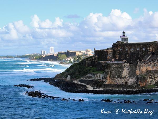 Linnoituksen takana, kauempana näkyy uusi San Juan . Kuva: © Matkoilla-blogi