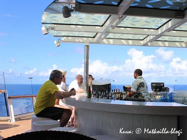 Ulkokansien suosikkibaariksemme muodostoi aika pian perällä, kannella 15 sijaitseva Sunset Bar. Kuva: © Matkoilla-blogi