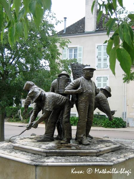 Viininviljelijäpatsas Burgundissa. Kuva: © Matkoilla-blogi