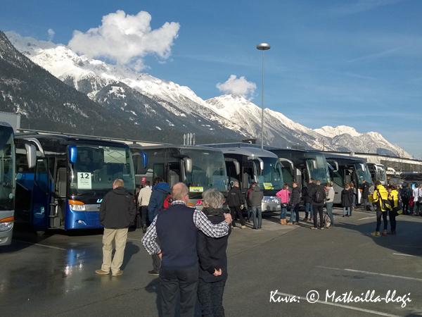Innsbruckin lentokentällä, valmiina lähtöön kohti Madonna di Campigliota. Kuva: © Matkoilla-blogi