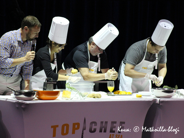 Yksi päiväohjelmista oli varsin hyvin ja viihdyttävästäi toteutettu Top Chef at Sea'-kilpailu, jossa neljä matkustajaa mittelivät keittiötaidoissa. Kuva: © Matkoilla-blogi